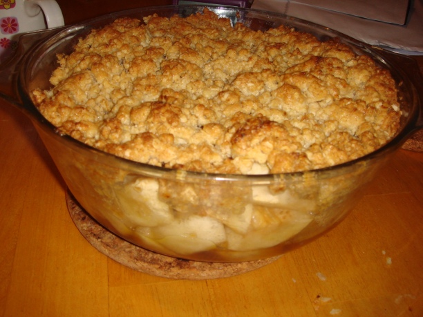 Golden oat and apple crumble