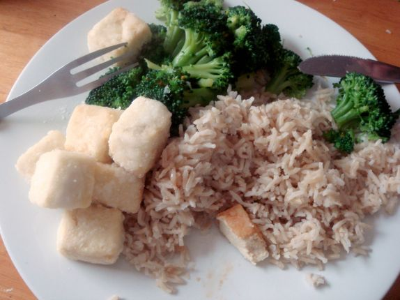 The quintessential hippie vegetarian triumvirate: tofu, cruciferous vegetables, brown rice. I love it!