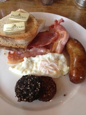 Wuff's full Irish breakfast (sans baked beans)