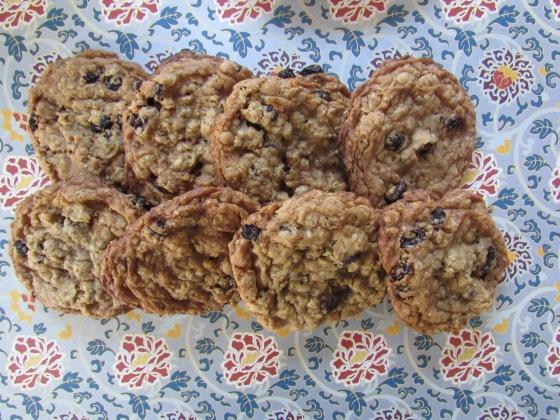 Oamteal and raisin cookies