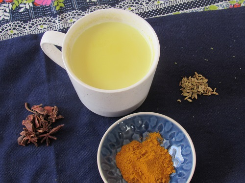 golden-milk-with-spices