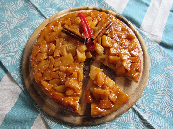Pineapple tarte tatin serving